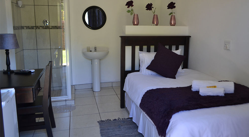 Single self-catering room | Kathu Accommodation